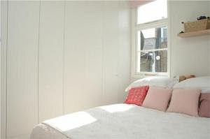 liz-hurley-bedroom