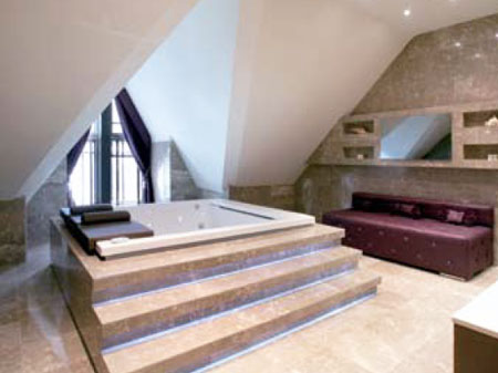 Wes Brown's property for sale - the jacuzzi room