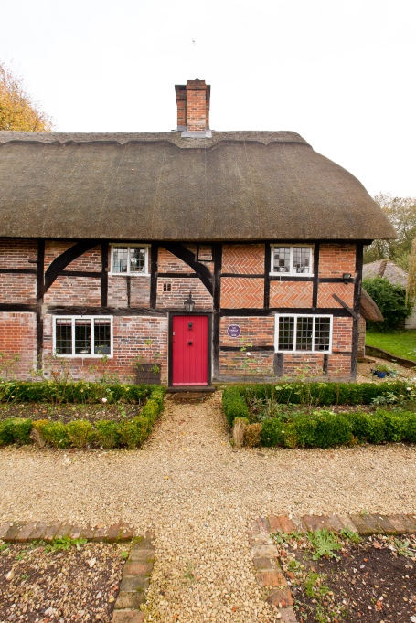 Former Basingstoke home of Liz Hurley honoured by property website Zoopla.co.uk with a Purple Plaque