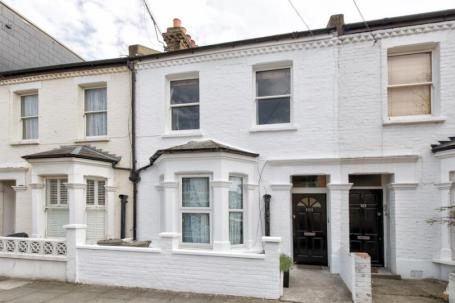 Elizabeth Hurley lived in this maisonette in Fulham in the 80's