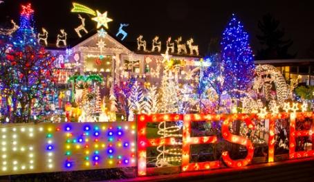 christmas_lights_outside_home